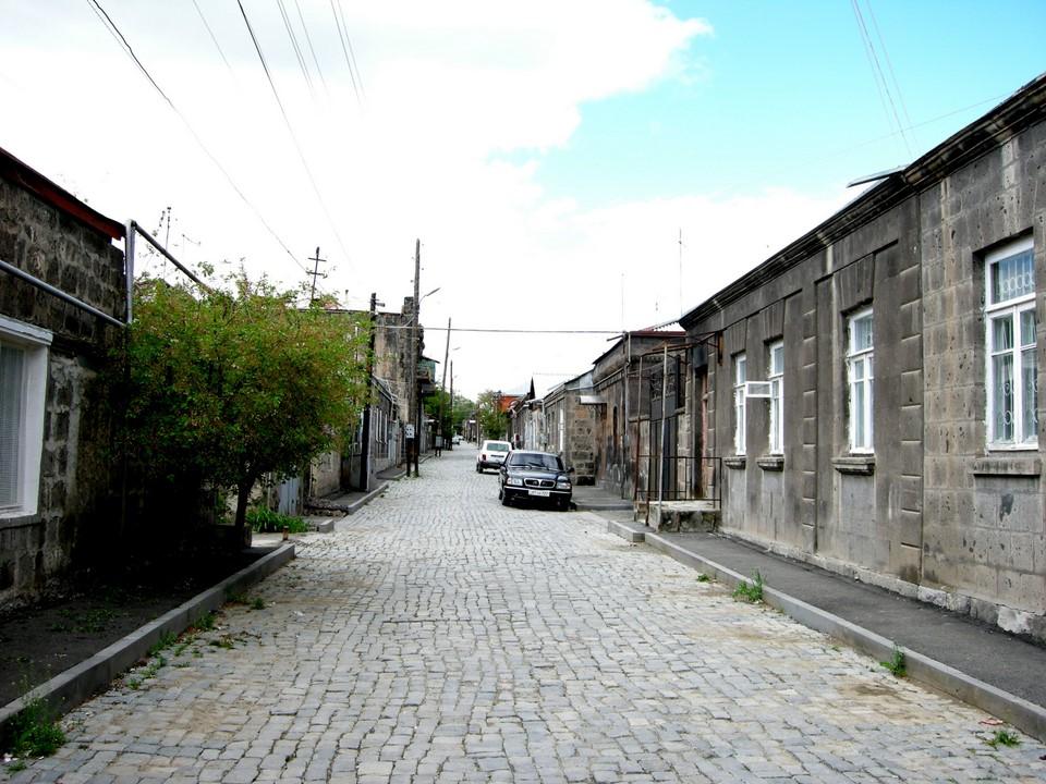 Il y trouve des vieilles maisons aussi de la partie sudouest de la ville