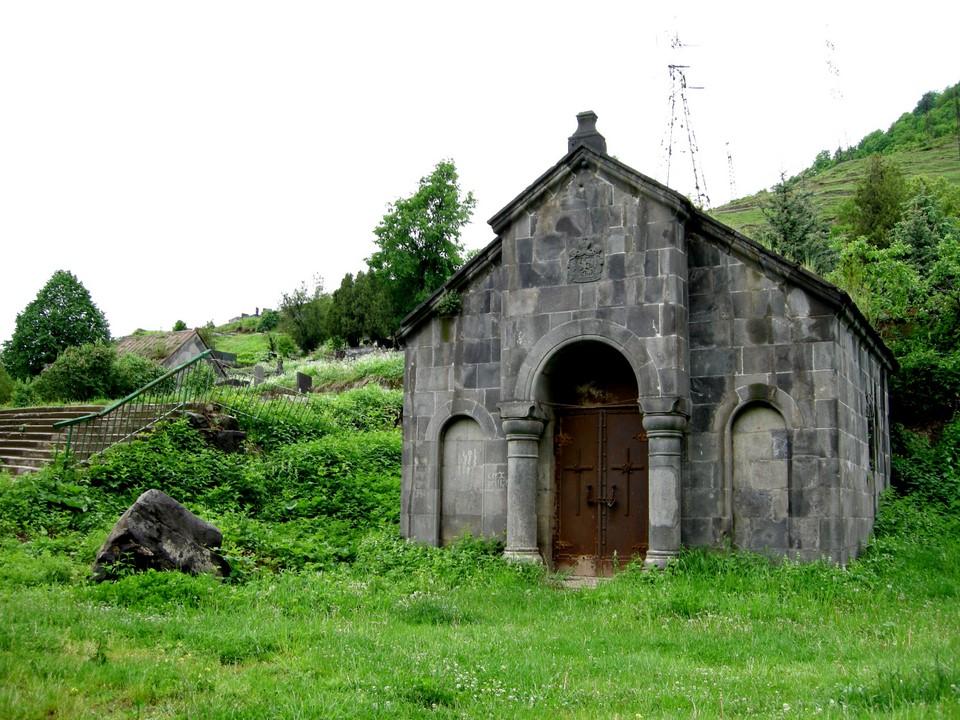 Yksi luostarin rakennuksista