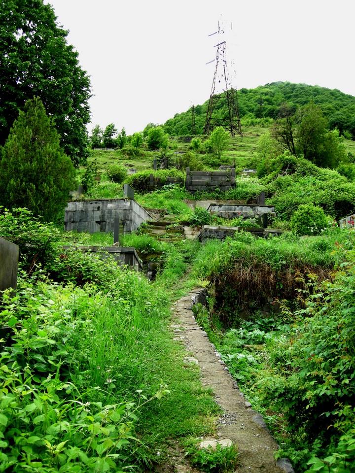 Le cimetière de Sanahin --> <!--#set var=