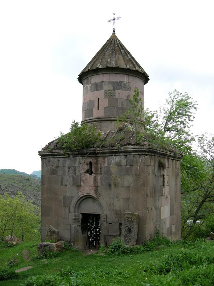 Pyhän Hripsimen kappeli Go¨in kylässä lähellä Go¨avankin luostaria