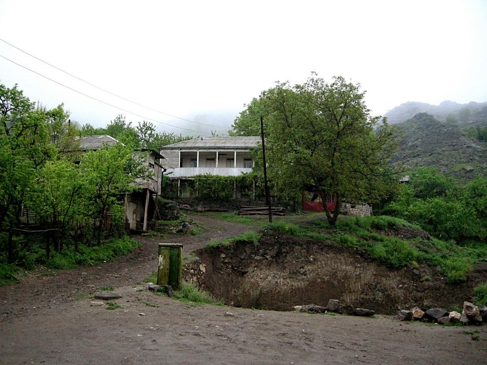 Majapaikkamme Gosh's Home sijaitsi ison montun takana