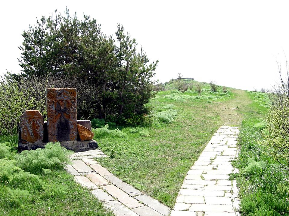 Khatchkars sur la colline