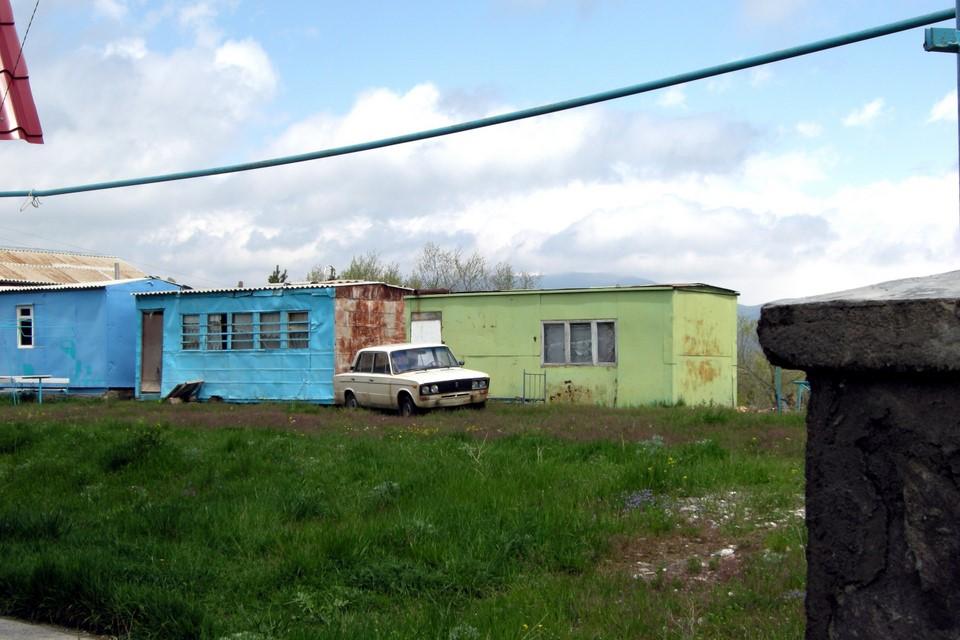 Quelques gens vivent dans les 'domik' convertis des conteneurs