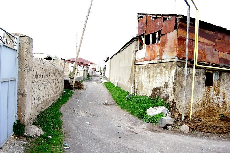 An even smaller alley