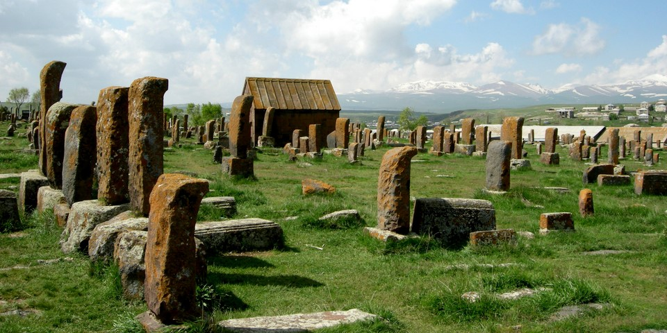 Old khachkars of Noraduz and a chapel
