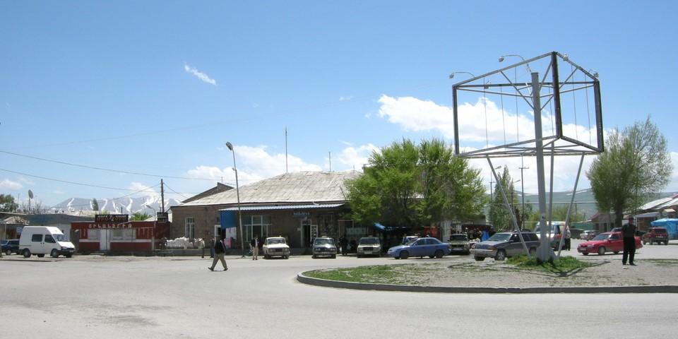 Rond-point dans le centre de Vardenis