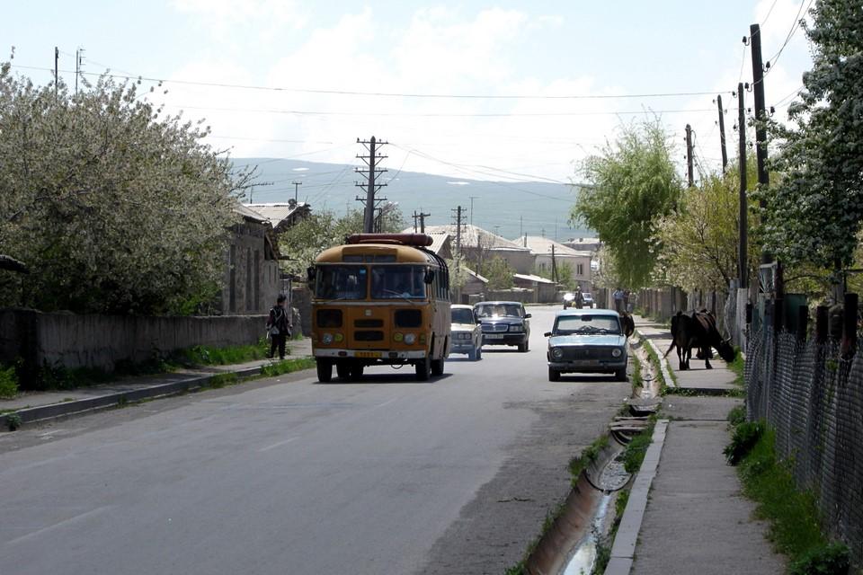 Entrance road to Martuni