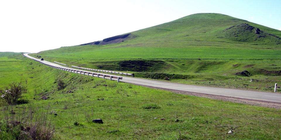 Chemin et colline