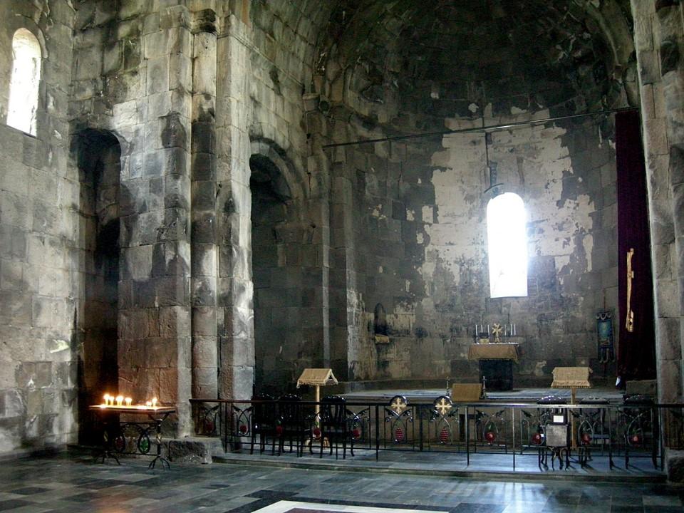 Intérieur de l'église Poghos-Petros