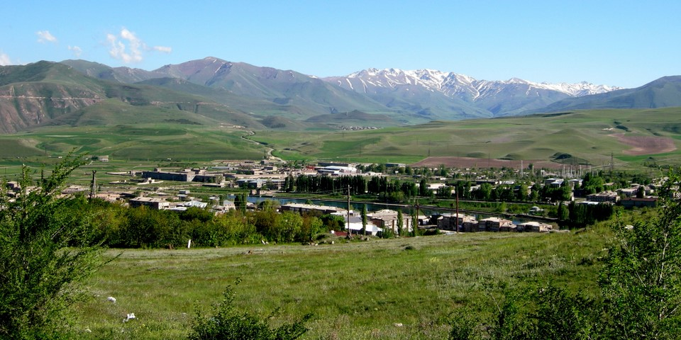 Sisian est situé dans la vallée de la rivière Vorotan