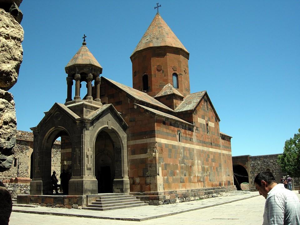 L'église de Sainte Mère-de-Dieu (Surp Astvatsatsin)