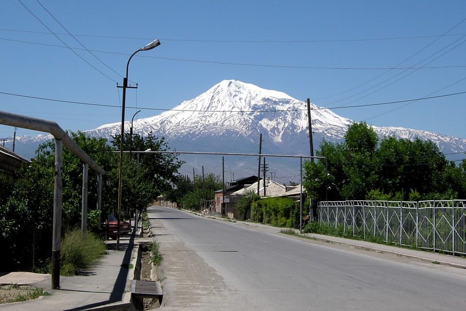 Village de Pokr Vedi et l'Ararat