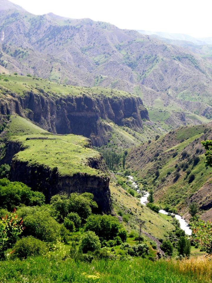 Azat-joki ja vuoria