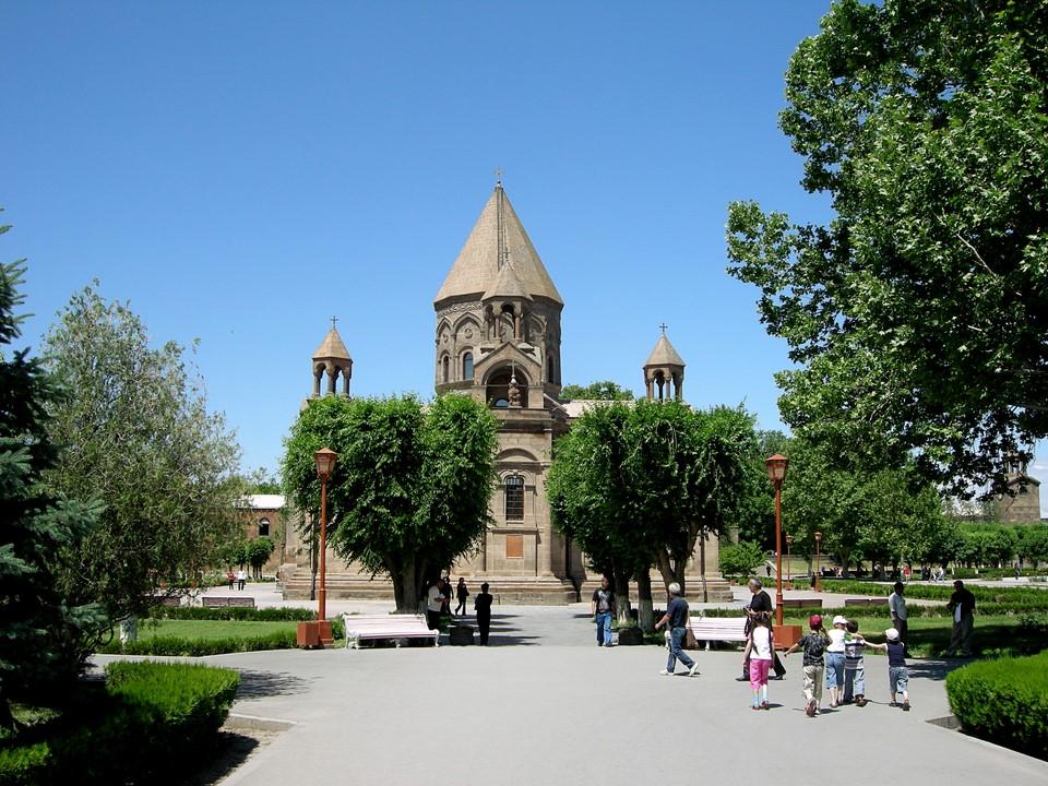 Et¨miadzinin katedraali