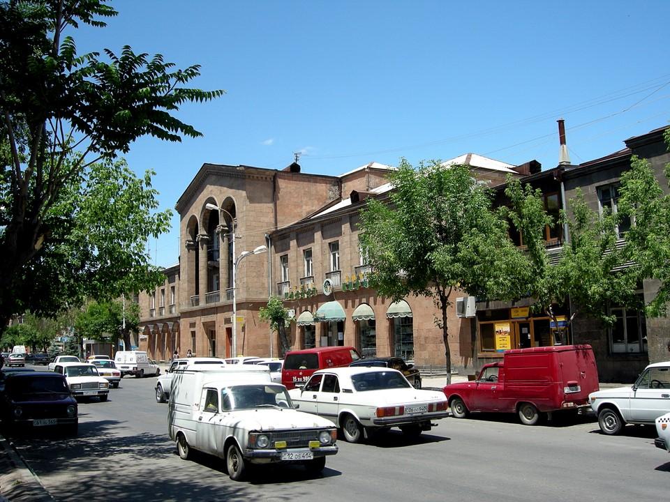 Trafic dans les rues de Vagharchapat / Etchmiadzin