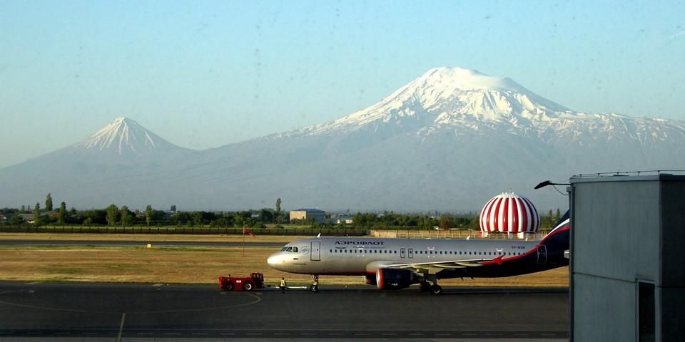 Une avion Aeroflot et Mont Ararat