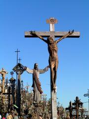 Jeesus ristillä Liettuan ristikukkulalla