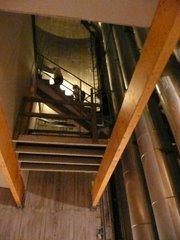 Escalier et canalisation d'eau