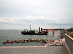 Merenpohjaa ruopataan Hernesaarenrannassa