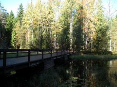 Bridge over the western end of Mustalampi lake