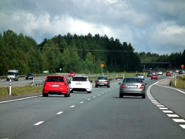 Liikennettä valtatie 3:lla (E12)