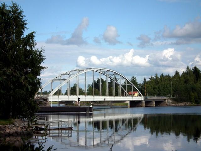 Jännevirran silta Kuopion ja Siilinjärven rajalla (Valtatie 9)