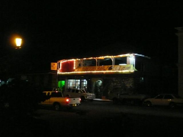 Top Shottaz Bar yöllä